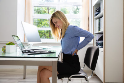 Dolgotrajen nepravilen položaj na delovnem mestu, ki povzroča bolečine
